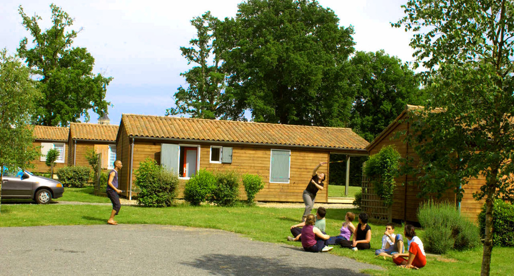Chalets mobile homes chalets de la plage saint secondin accommodation in la vienne - Bank cabriolet linnen ...