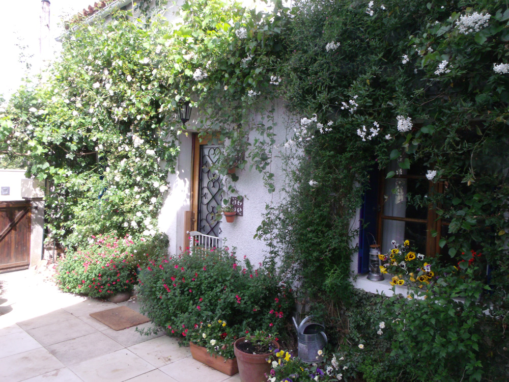 Holiday homes rose cottage moussac sur vienne for Rose cottage